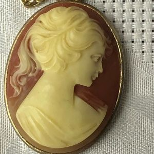 Elegant vintage cameo necklace